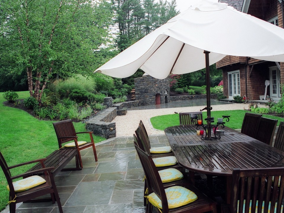 Bluestone and gravel patio