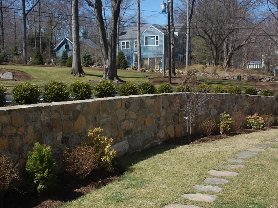 Fieldstone Retaining Wall with Cement Joints