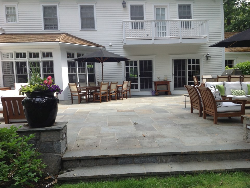 Bluestone patio with sitting walls and outdoor kitchen